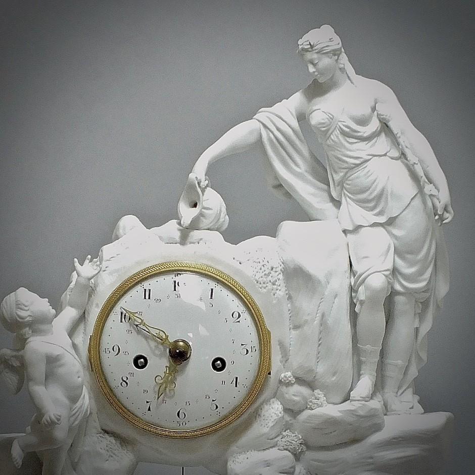 Paris - Pendule en Biscuit blanc - XVIIIe Siècle