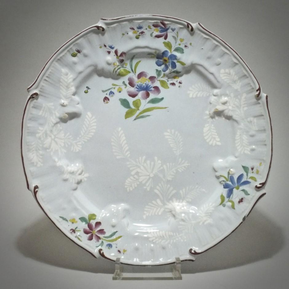 Saint-Amand-les-Eaux - Plat aux fleurs des Indes - XVIIIe Siècle