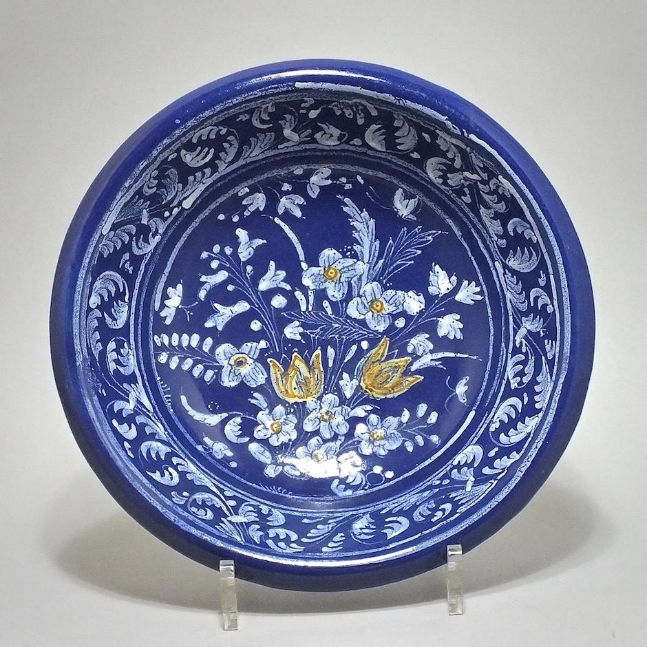 NEVERS. Jatte ronde à fond bleu persan - XVIIe siècle