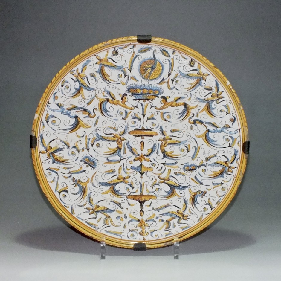 Italy - Rome - dish grotesque decor - seventeenth century