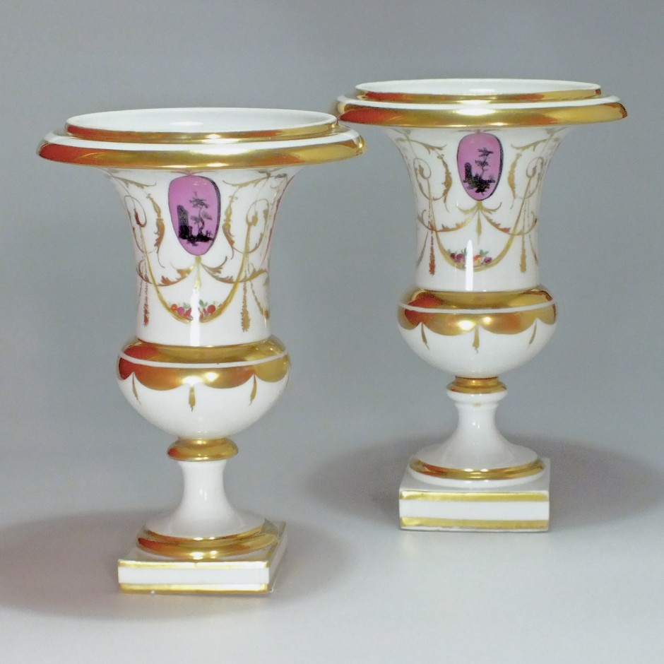 """Paris - Paire de vases en porcelaine à décor """"à la Salembier""""- Fin du XVIIIe Siècle"""