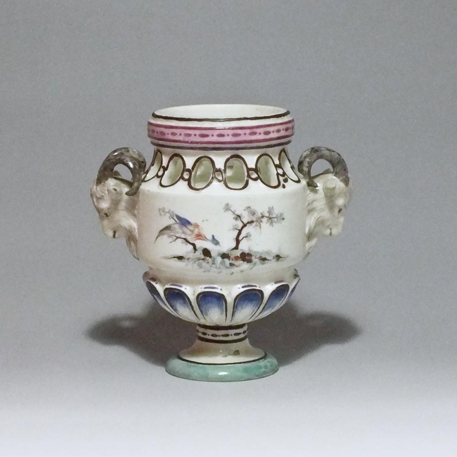 Sceaux - Vase pot-pourri en porcelaine tendre - XVIIIe siècle