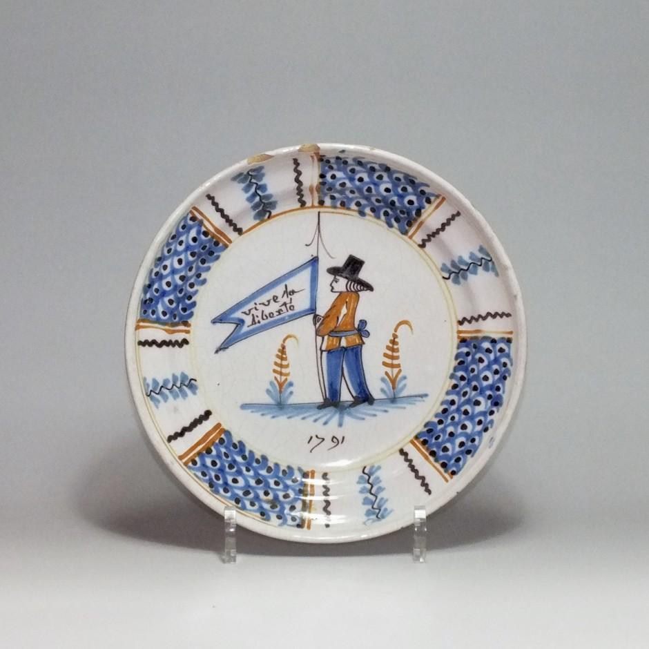 Roanne - Assiette en faïence à décor révolutionnaire - XVIIIe Siècle