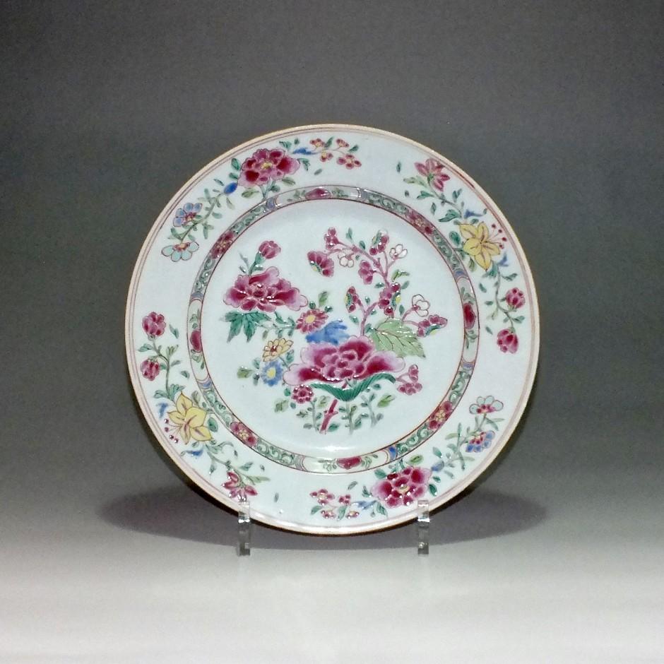 Chine - Assiette en porcelaine de la famille rose - Epoque Qianlong (1736-1796)