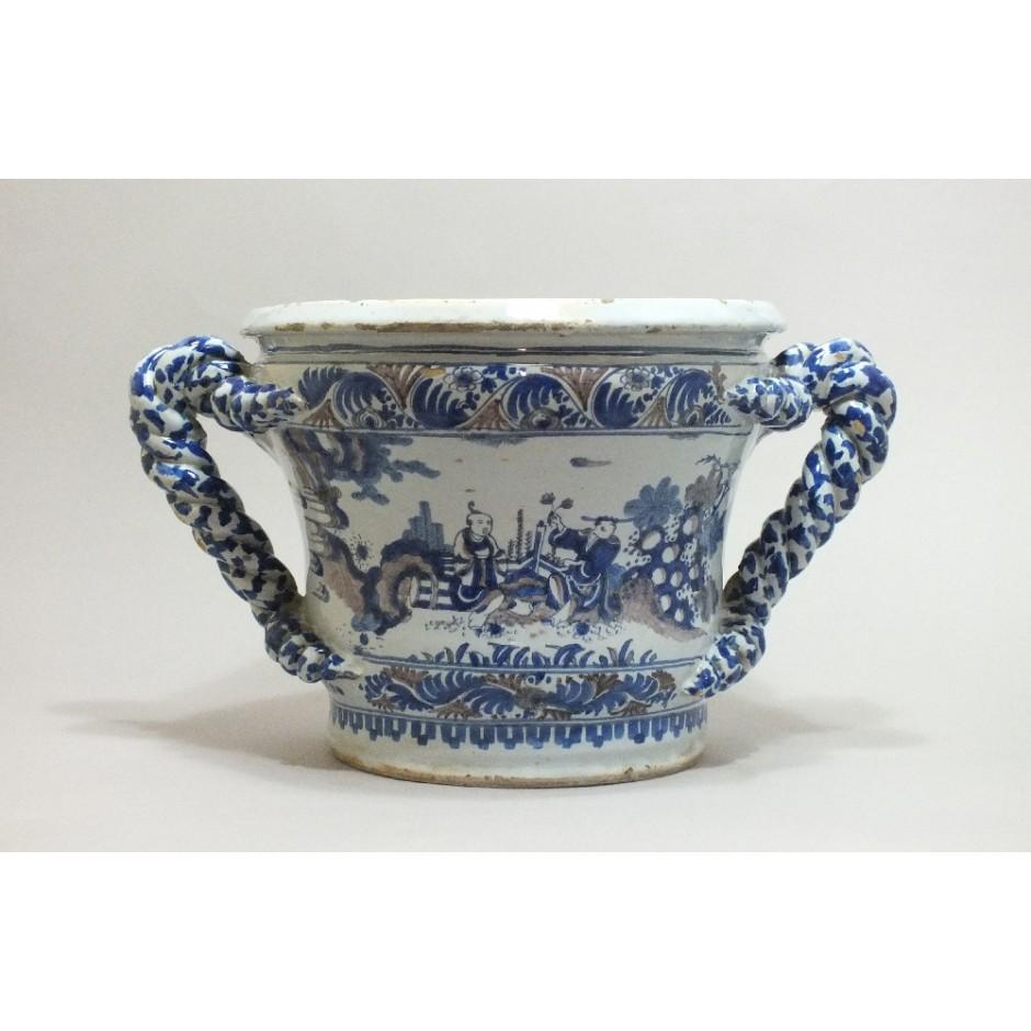 Nevers - Vasque décor aux chinois - XVIIe Siècle - VENDU - Collection du Musée du Louvre - département des objets d'arts.