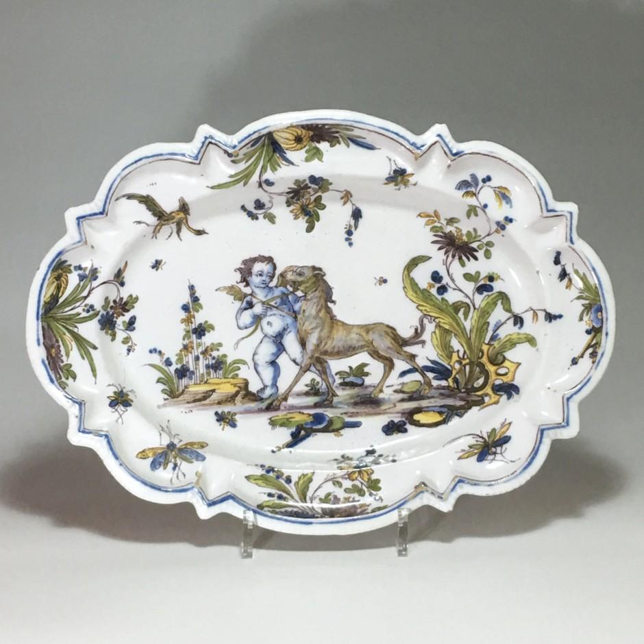 Lyon - Oval dish - Period Pierre Mongis - eighteenth century