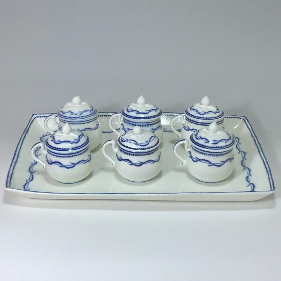 Arras - Porcelaine tendre - Plateau et cinq pots à crème - XVIIIe siècle