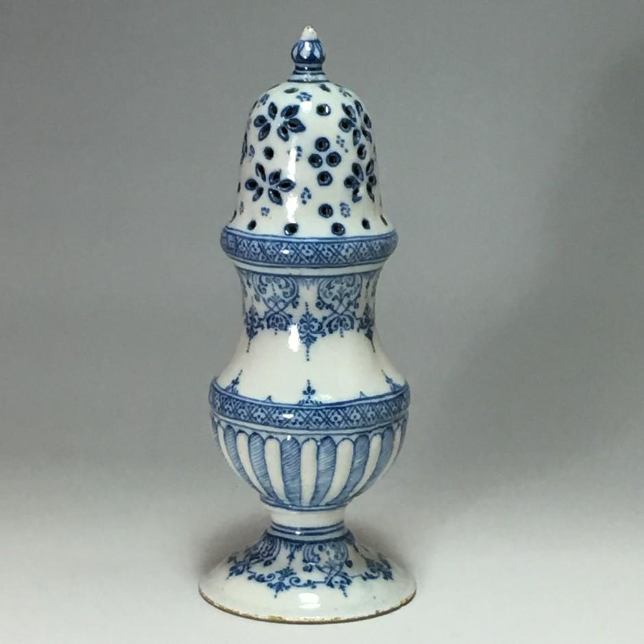 Moustiers - saupoudreuse - XVIIIe siècle