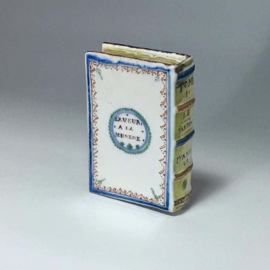 Roanne – Chaufferette en faïence en forme de livre – XVIIIe siècle