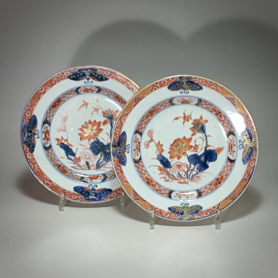 Chine - Paire d'assiettes imari aux papillons - XVIIIe siècle