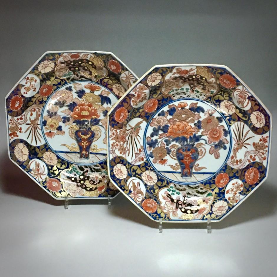 Japon - Paire de coupes à décor imari - Début du XVIIIe siècle