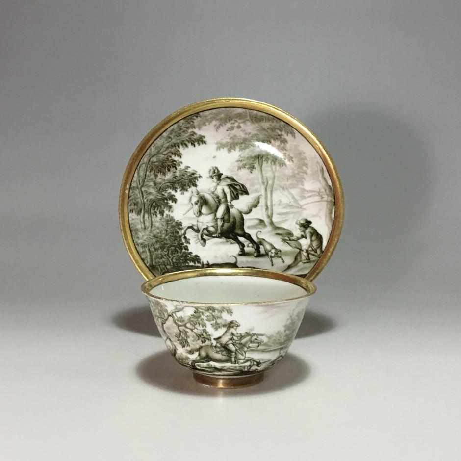 MEISSEN - Rare tasse à décor hausmaler en grisaille d'une scène de chasse - XVIIIe siècle - Vers 1730