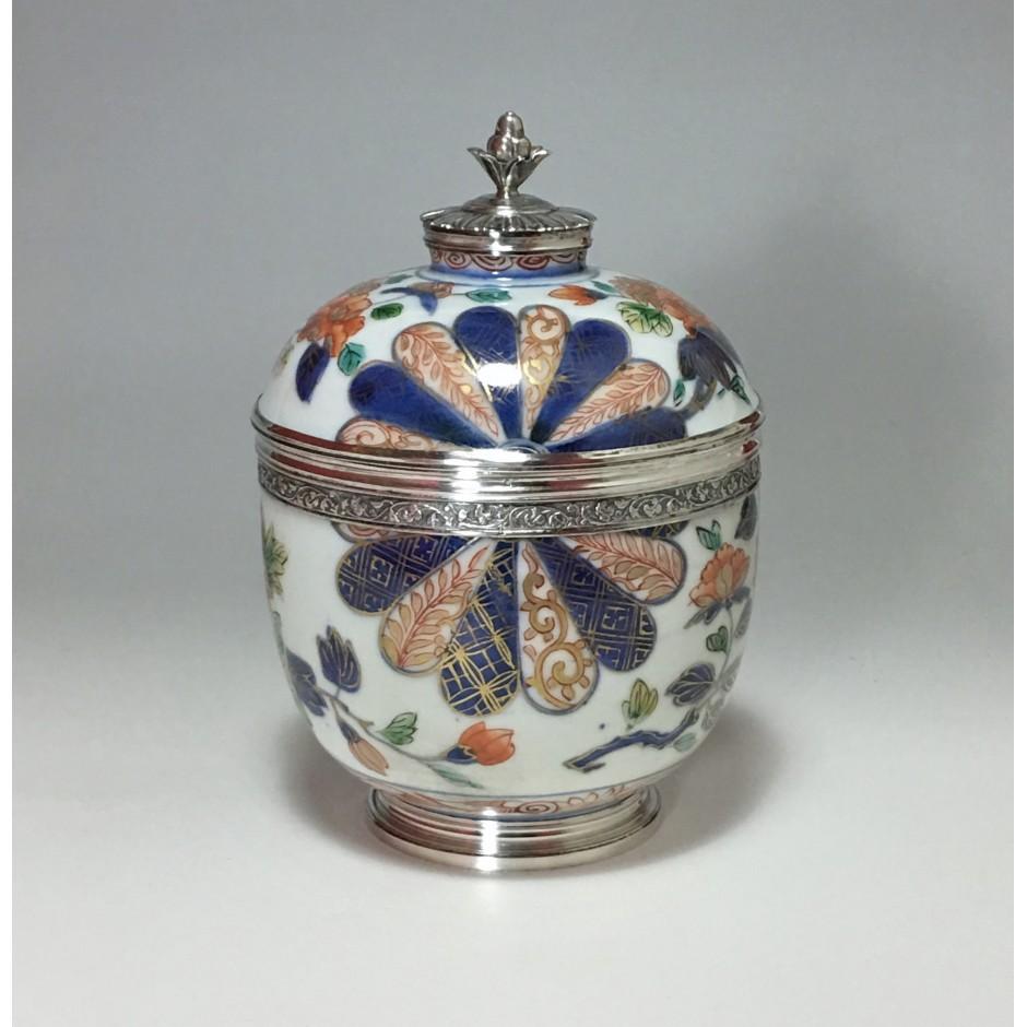 Japan - Imari covered pot - Silver mount - Paris 17717 - 1722
