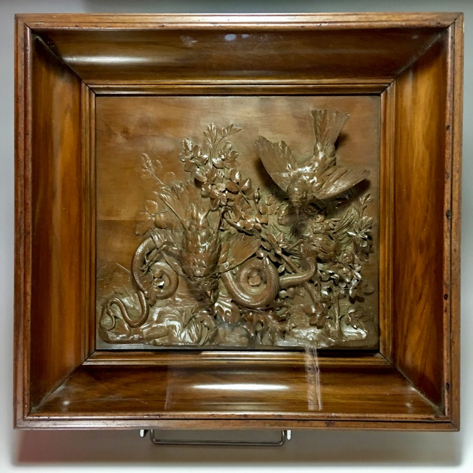 """Panel carved wooden """"bird's nest attacked by a snake"""" Signed B.Briand - nineteenth century"""