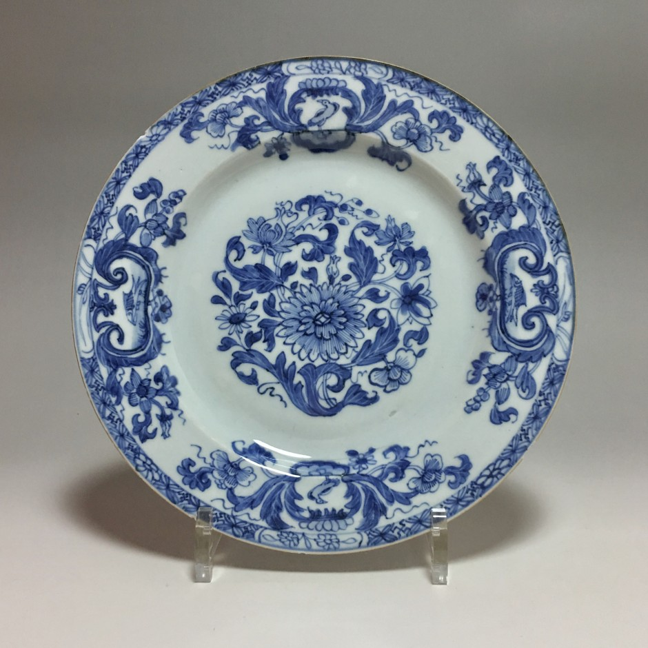 """China (Company of the Indies) - decor plate """"pompadour"""" - eighteenth century"""