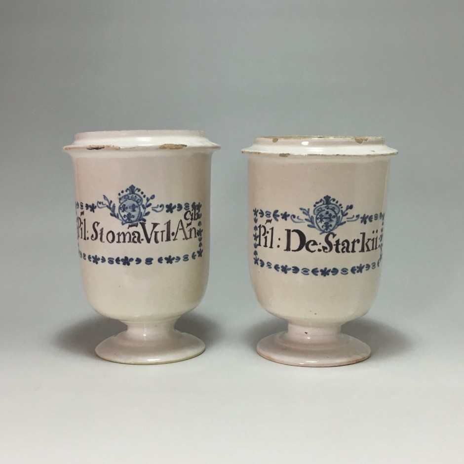 South of France - Pair of pilluliers on faience -  Eighteenth century