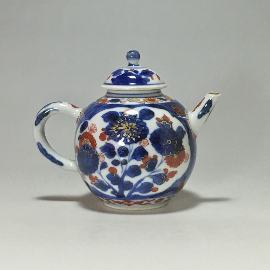 China - Little Imari teapot - eighteenth century