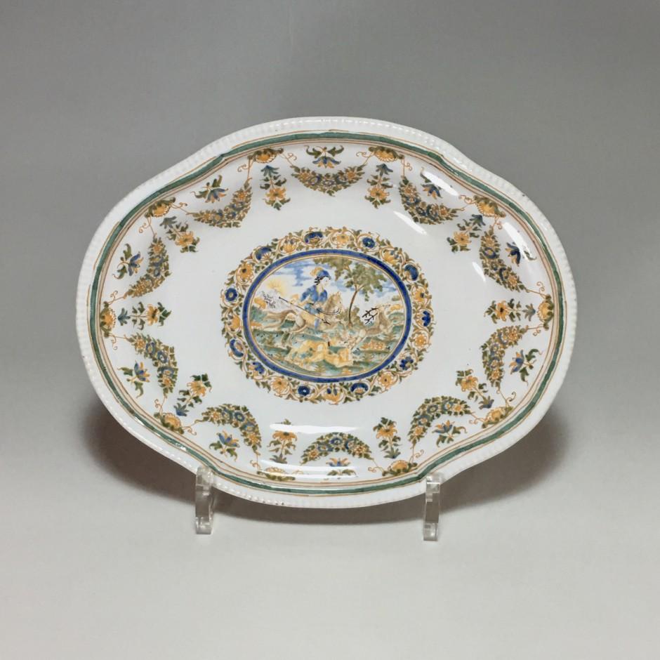 Moustiers - Petit plat décor d'une scéne de chasse - XVIIIe siècle