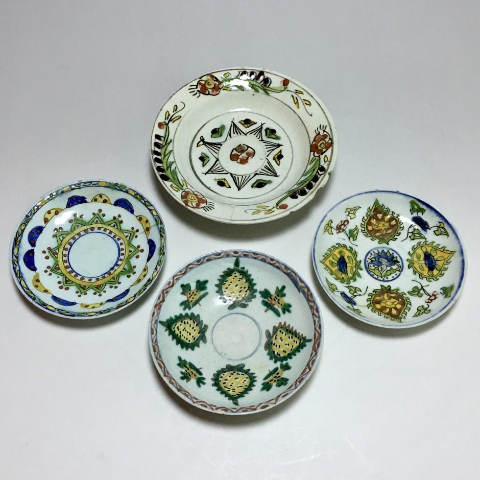 Quatre coupelles en céramique de Kütahya – Turquie ottomane - première moitié du 18ème siècle