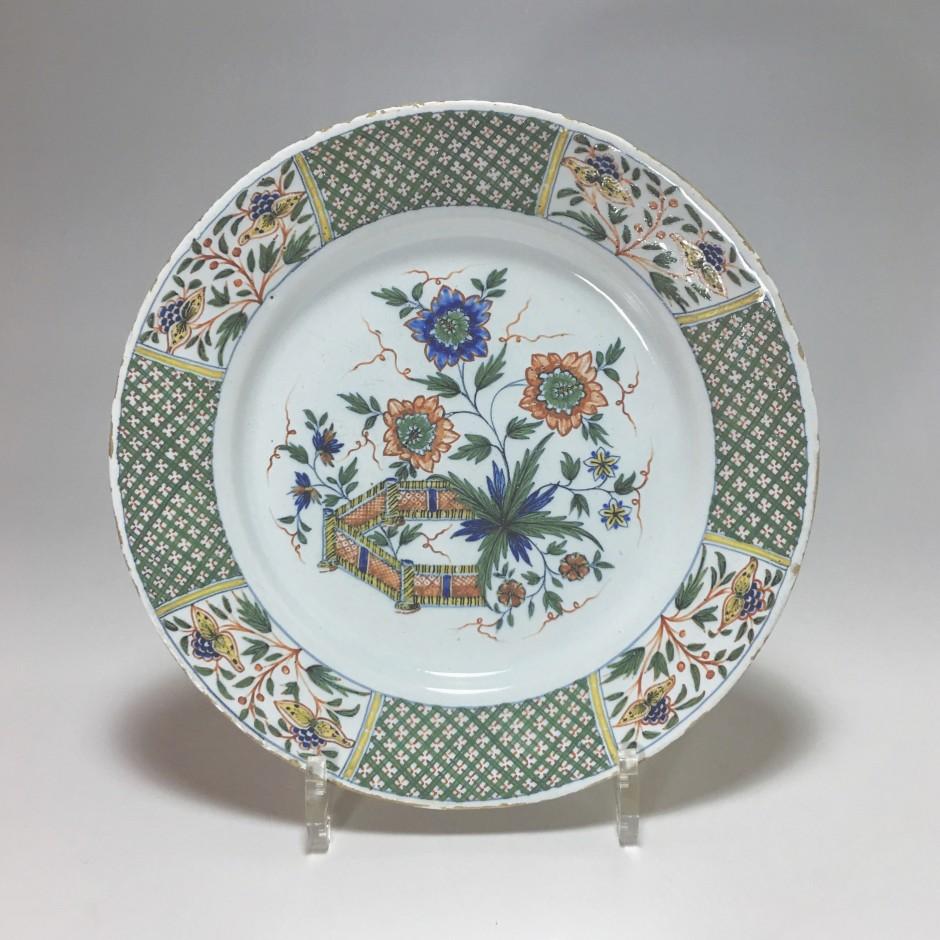 ROUEN - Guillibaud - Assiette à la barrière fleurie - XVIIIe siècle