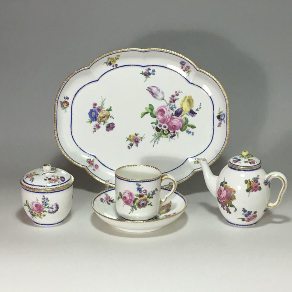 SÈVRES - Déjeuner (cabaret égoïste) en porcelaine tendre - XVIIIe siècle