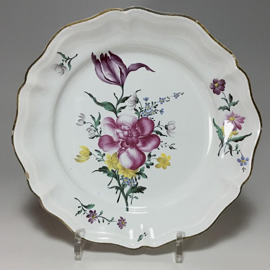 STRASBOURG - Manufacture Joseph Hannong - Assiette en qualité fine - XVIIIe siècle - VENDU