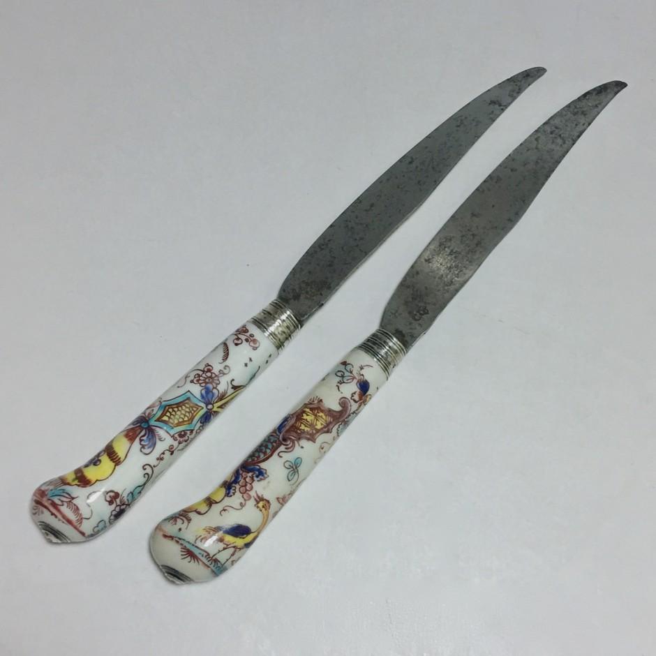 Saint-cloud - Deux couteaux à décor polychrome - XVIIIe siècle