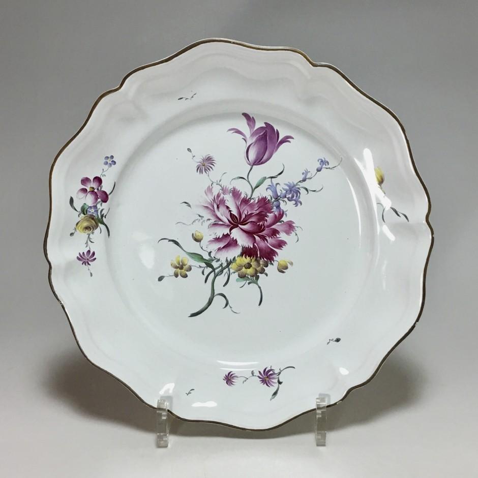 STRASBOURG - Joseph Hannong - Assiette en qualité fine - XVIIIe siècle