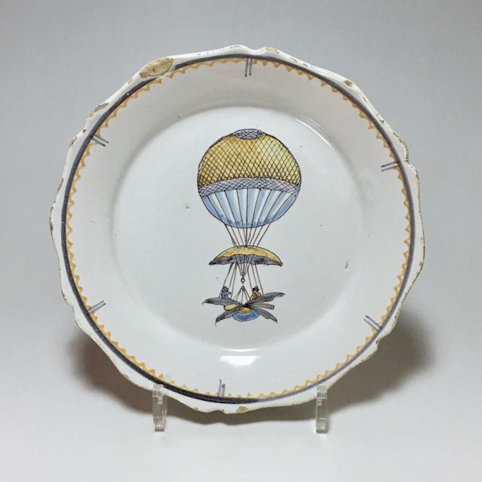 Nevers - Assiette à la montgolfière - XVIIIe siècle