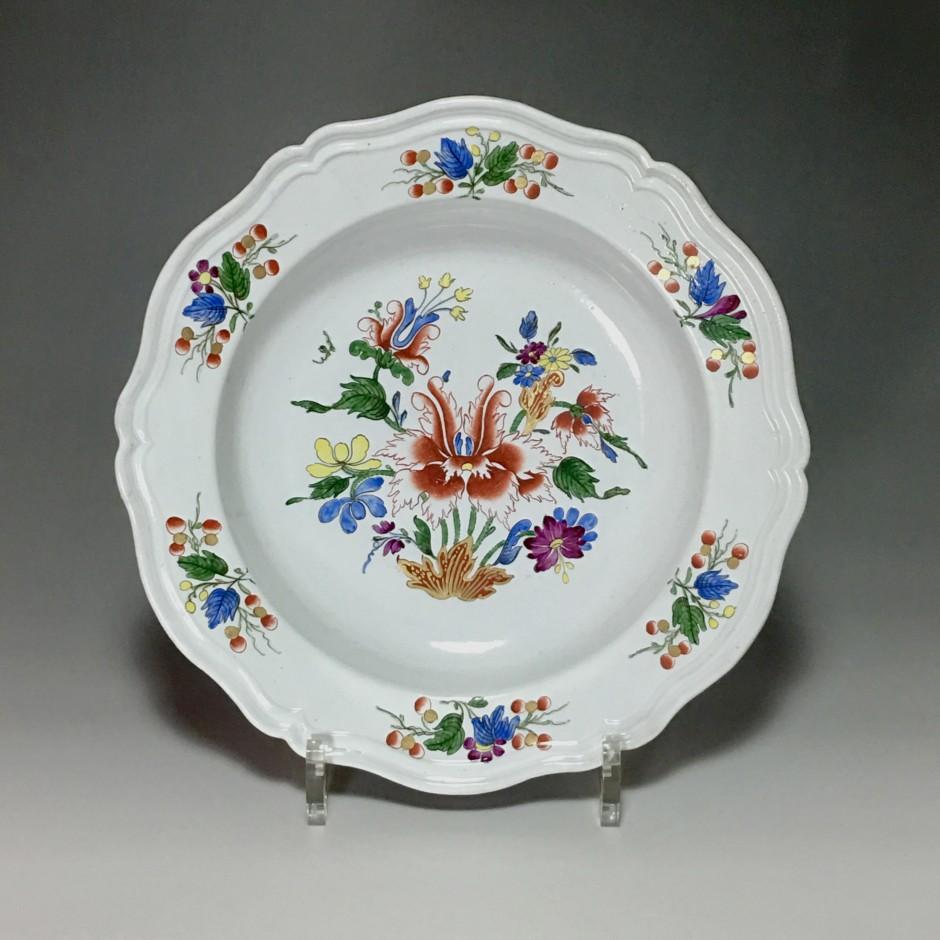 Doccia – Assiette à décor floral – XVIIIe siècle