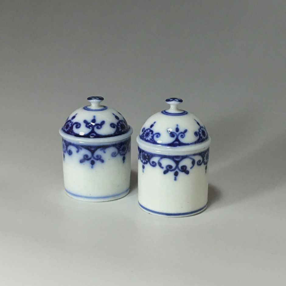 Deux pots à fard en porcelaine tendre de Paris - XVIIIe siècle