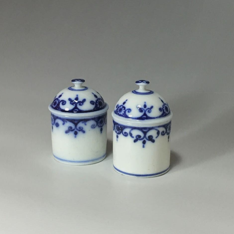 Two Paris porcelain soft makeup pots - Eighteenth century