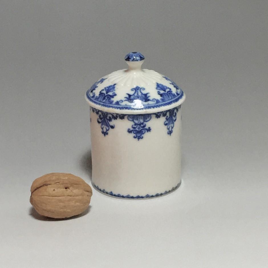 Pot à fard en porcelaine tendre de Saint-cloud - Début du XVIIIe siècle