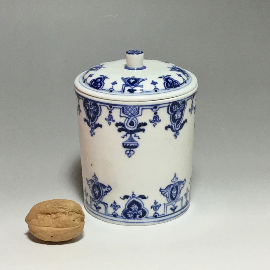 Pot de toilette en porcelaine tendre de Saint-cloud - 1700-1710
