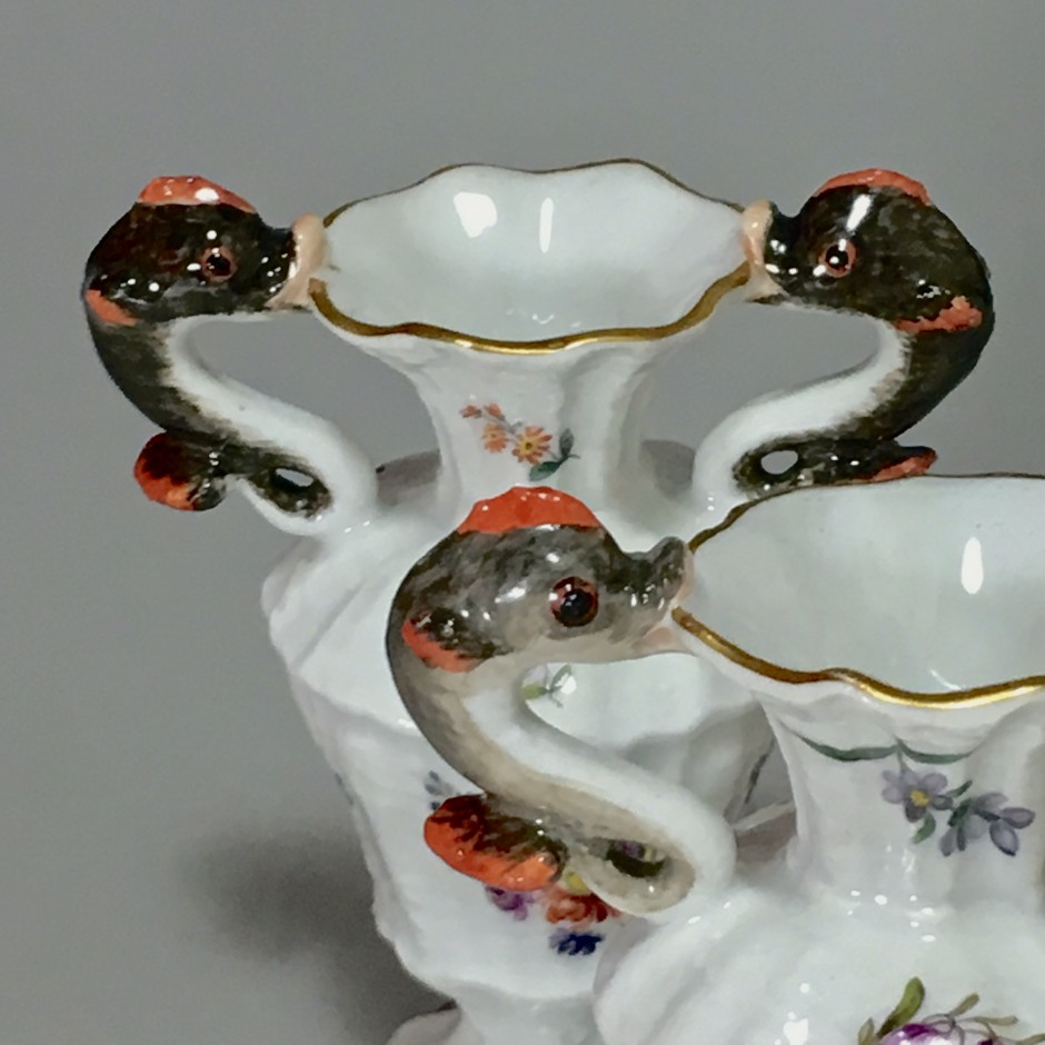 Meissen - Paire de petits vases aux dauphins - XVIIIe Siècle