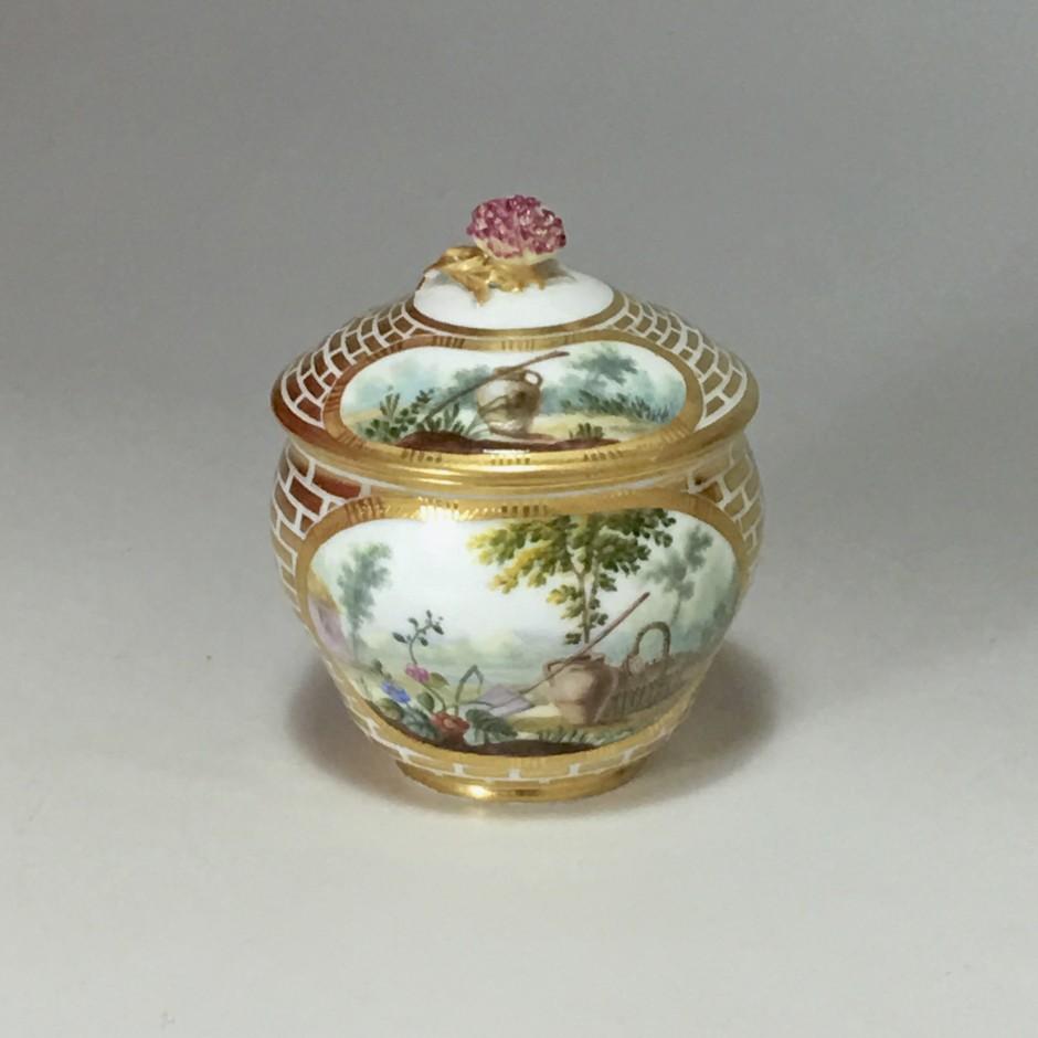 Sèvres - Pot à sucre Hébert en porcelaine tendre du XVIIIe siècle - vers 1770