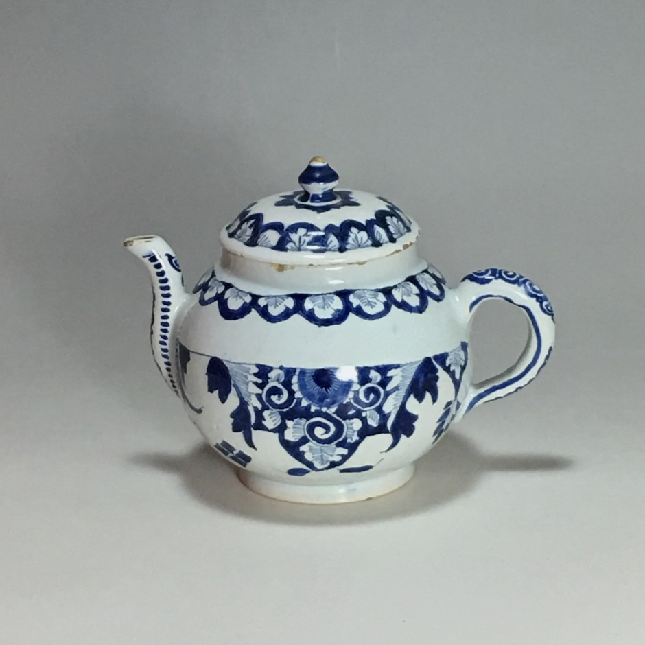 Earthenware teapot of Lille - Early eighteenth century