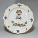 MOUSTIERS (Féraud) - Assiette à la montgolfière - XVIIIe siècle - VENDU
