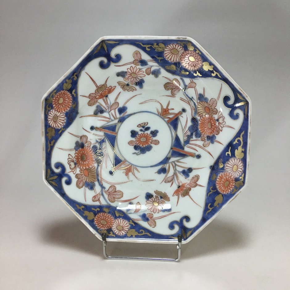 Japanese porcelain plate decorated Imari - eighteenth century