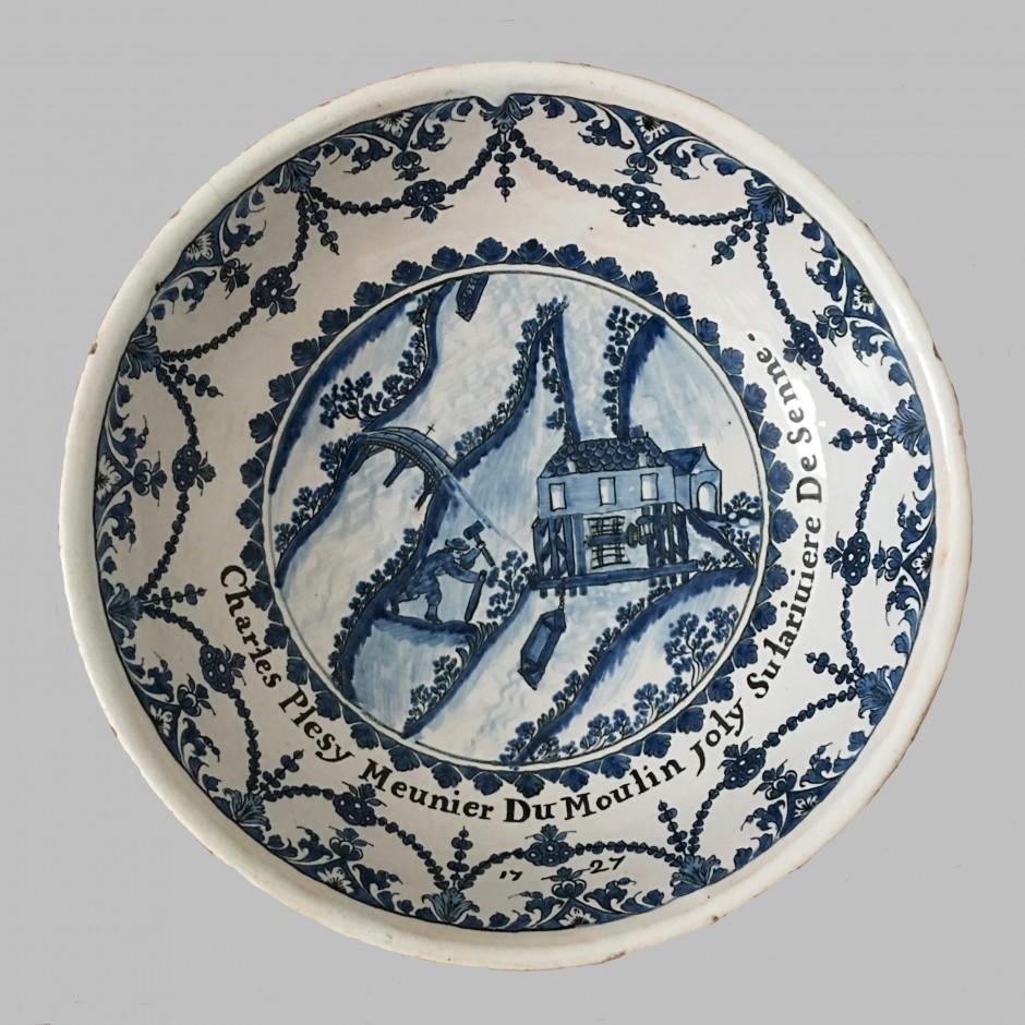Paris - Rare jatte à décor d'un métier figurant un meunier sur la Seine - Datée 1727 - VENDU