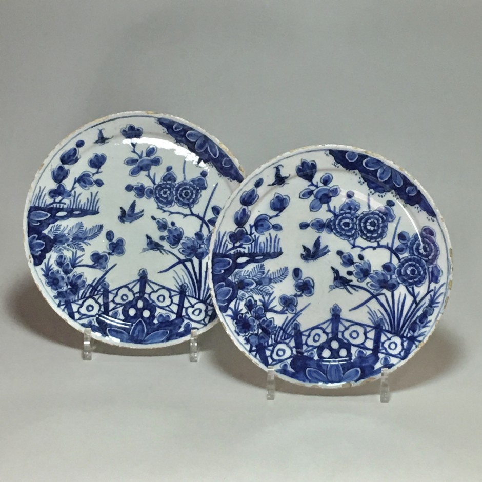 Delft - Pair of plates in the style of the Far East - early eighteenth century
