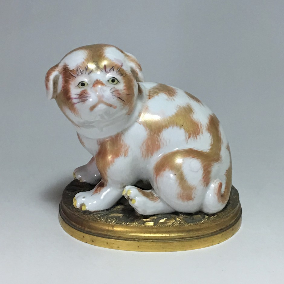 Little Japanese Kutani Porcelain Puppy - Nineteenth  Century