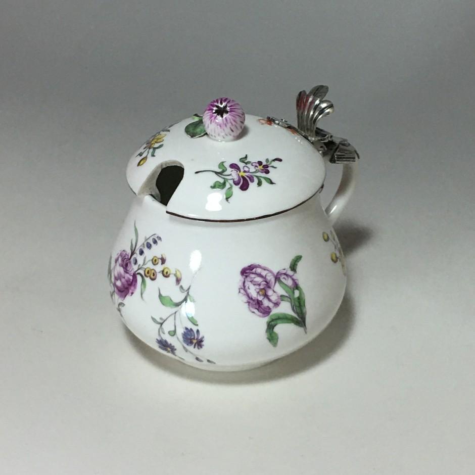 Moutardier couvert en porcelaine de Höchst - Vers 1750 - 1763 - VENDU