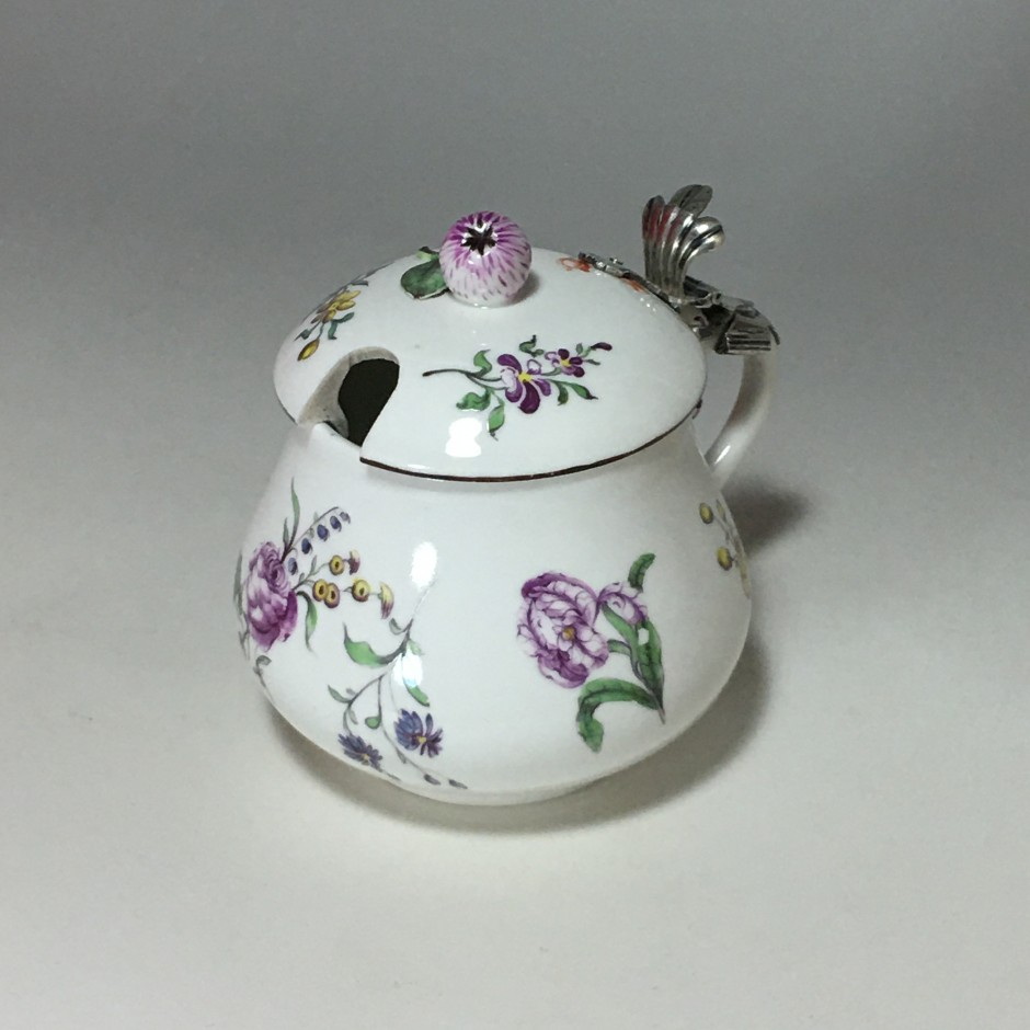 Moutardier couvert en porcelaine de Höchst - Vers 1750 - 1763
