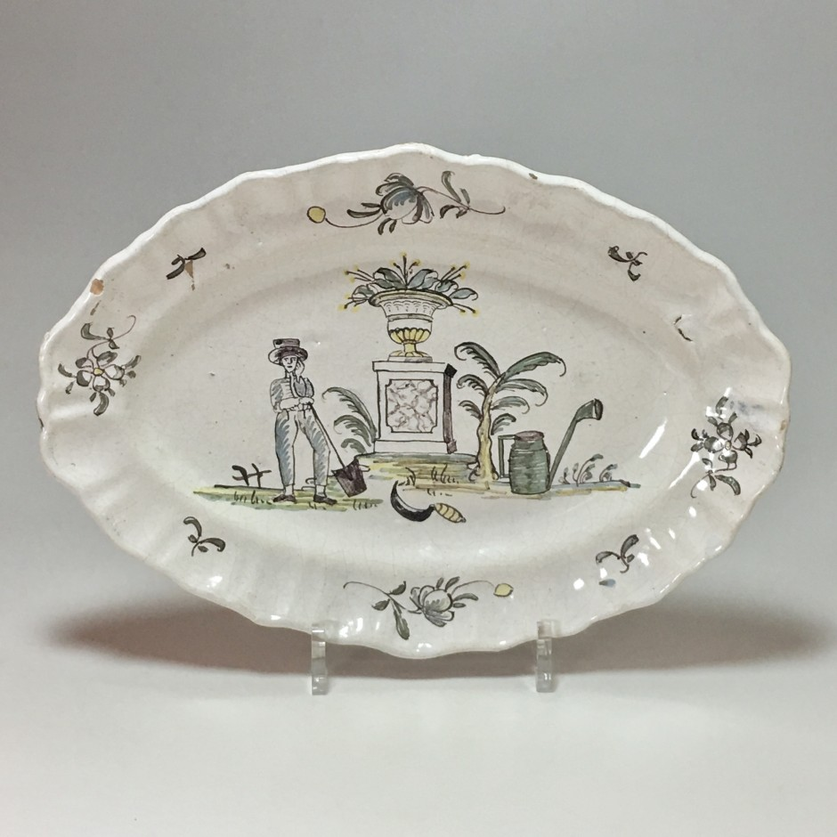 Southwest - Dish with a gardener's decor - late eighteenth century