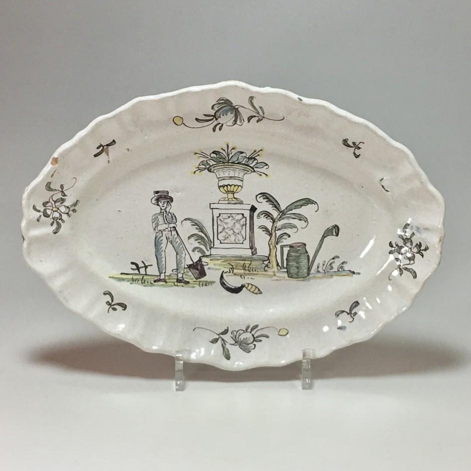 Southwest - Dish with a gardener's decor - late eighteenth century