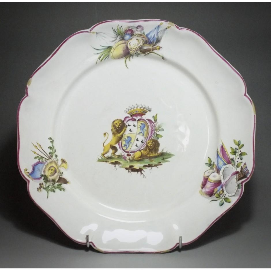 Meillonnas - Rare assiette à décor d'armoiries - XVIIIe siècle