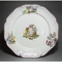 Meillonnas - Rare assiette à décor d'armoiries et trophées militaire - XVIIIe siècle