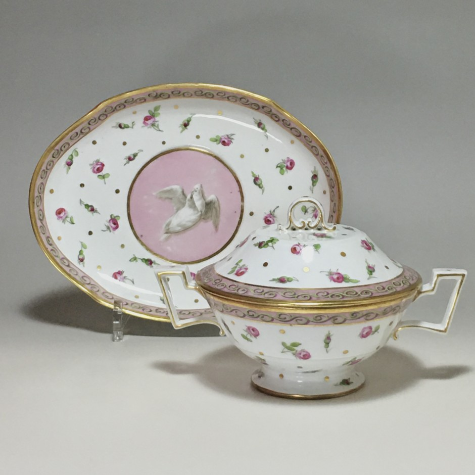 Paris - Bowl or Bouillon covered and its porcelain display stand from Paris - Late eighteenth century
