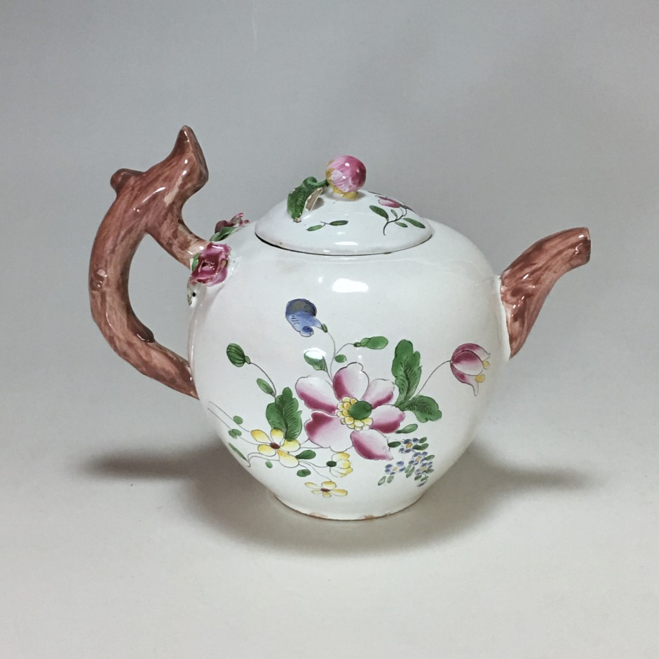 Teapot earthenware Strasbourg with floral decoration of small fire - Eighteenth century